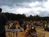 Могилы псковских десантников, погибших в Украине, стерегут их же бывшие сослуживцы