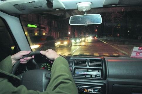 Отправляясь в дорогу дальнюю: где найти автомобильный тент и кузовные детали?