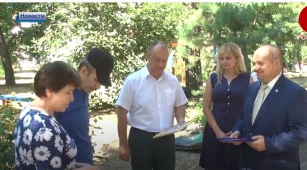В оккупированной Горловке вручили ключи от квартиры переселенцам с украинской территории