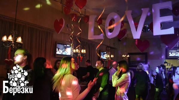Как в Горловке отметили День Святого Валентина? Фоторепортаж из кафе-клуба «Три березки»