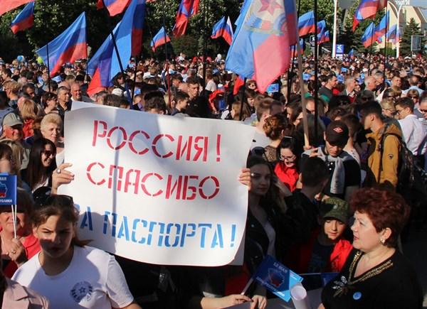 Жители оккупированного Луганска пытаются получить российское гражданство: как им это удается и зачем нужно