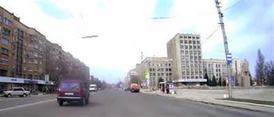 """Размеренный """"Комсомольский"""", малолюдная улица Гагарина и танцы напротив храма: жизнь летней Горловки"""