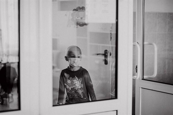 Семья горловчан-переселенцев борется с раком крови 6-летнего сына. У них украли деньги на лечение