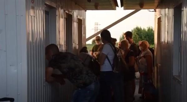 Вчера КПВВ Новотроицкое продлили работу. Из неподконтрольной территории прибыло более ста человек