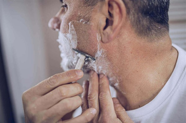 Полезные средства для мужчин после бритья