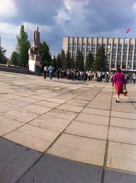 Второй «народный» за месяц: в Горловке на митингах сторонники ДНР меняют мэров как перчатки (ВИДЕО)