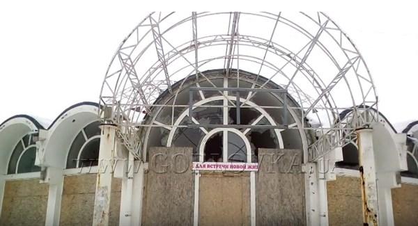 Как меняется Горловка: здание магазина Засядько разваливается, появляются новые название торговых точек
