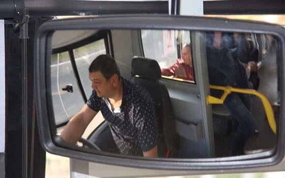 """""""Ну что, процветающие, поехали кататься"""": мэр Горловки от """"ДНР"""" сел за руль городского автобуса"""