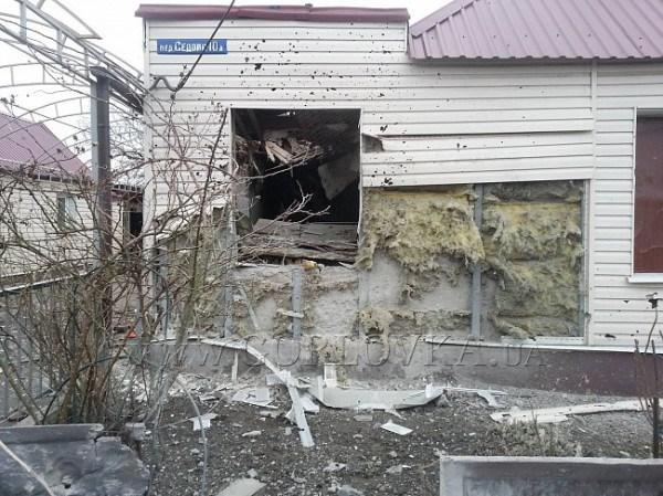 В результате обстрела едва не лишились жилья пожилые хозяева в поселке Зайцево