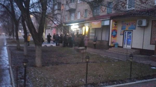 """В Горловке очереди в почтовые отделения. Тут берут талоны для оформления паспорта """"ДНР"""""""