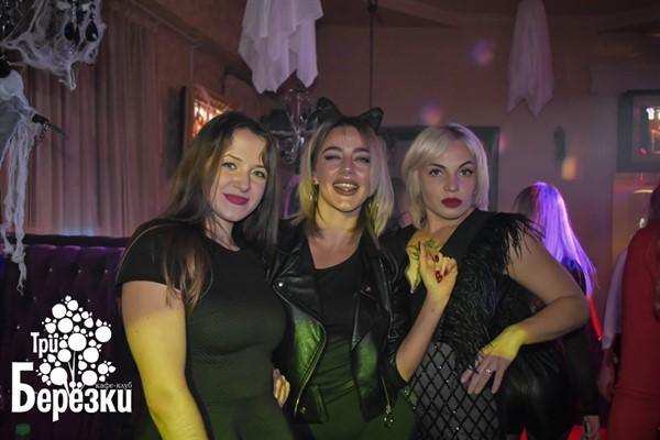 Горловская ночная жизнь в «Трех березках»: девушки-вамп, короткие юбки и «все на танцпол»