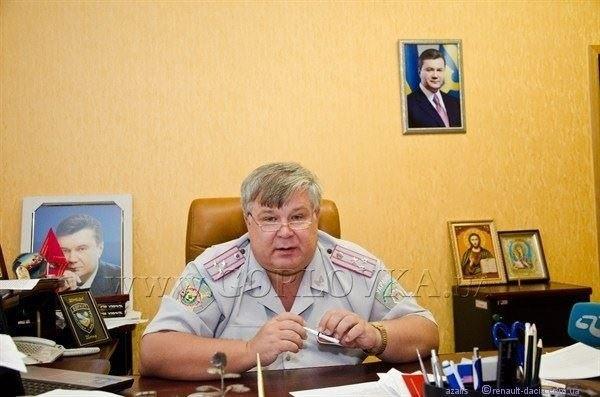 Десятки квартир в Крыму, Донецкой области, земельные участки, автобусы, автомобили и даже детский сад - все принадлежит экс -  начальнику милиции Горловки