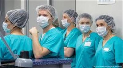 Сотрудники горловской администрации сдали деньги и закупили для медиков 1750 защитных комплектов