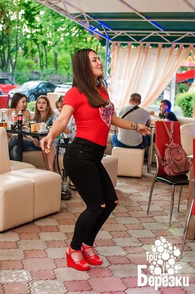 Танцы, кальян, тусовка: посмотрите, как отдыхает молодежь в оккупированной Горловке