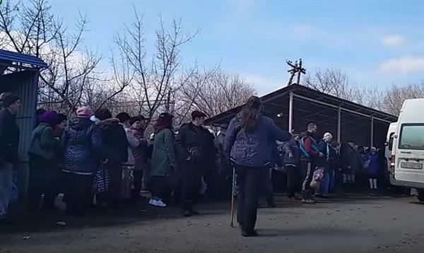 В «ДНР» разрешили пересекать блокпост 6 автомобилям за каждые 30 минут