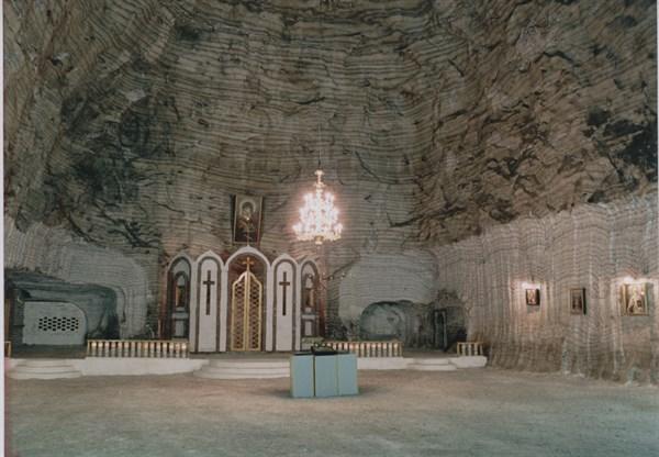 Прогулки по Донбассу с Александриной Кругленко: идем туда, где венчаются  в церкви под землей и божественно звучит «Соляная симфония»