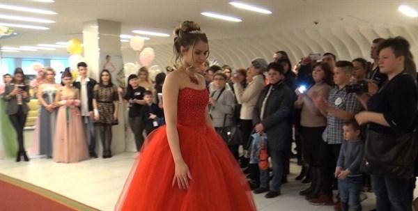 Красота по-горловски: впервые в городе прошел конкурс по парикмахерскому искусству и мейкапу
