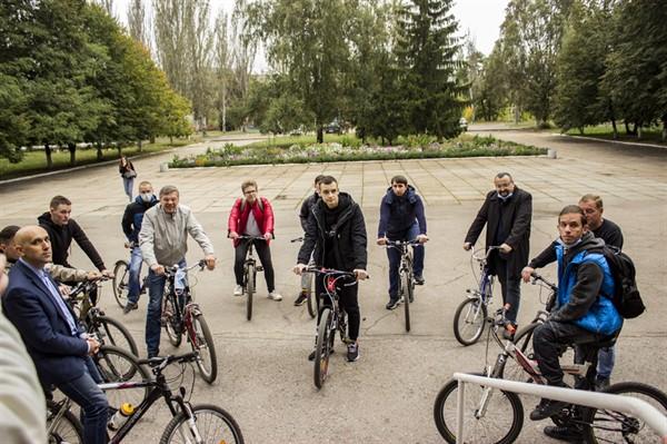 Преподаватели и студенты Горловского автомобильно-дорожного института пересели на велосипеды