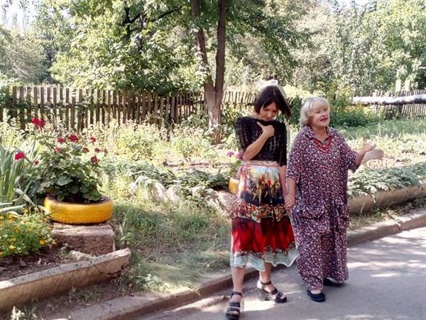 Возле оккупированной Горловки встречали артистку Украины Аду Роговцеву