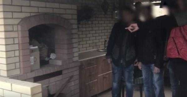 В Горловке задержали воров, которые вынесли плазменный телевизор и 1300 долларов из частного дома