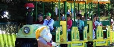 Первого июня в Горловке аттракционы для детей бесплатные. Но горожане возмущены ценами на старые качели