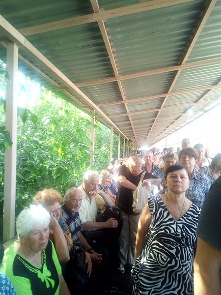 """Блокпост от """"ДНР"""" в Горловке: издевательство в загоне - что об этом думают местные жители"""