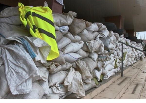 В Горловке дополнительно укрепили мешками с песком здание местной полиции по улице Петровского
