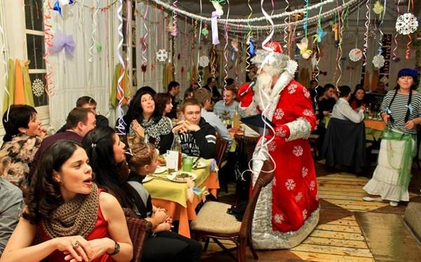 Новогодние корпоративы: составляем план мероприятий так, чтобы гости отдохнули на полную катушку
