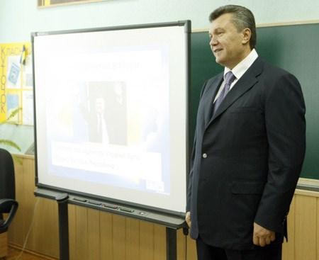 Уважаемый Виктор Федорович…: родители «медалистов» ОШ № 47 просят президента Украины защитить их детей. «Мы медали не покупали…»