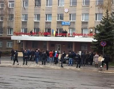 Авиаудар по зданию Горловского горуправления милиции: шесть  человек в реанимации, один погиб на месте  (ДОБАВЛЕНО ВИДЕО)