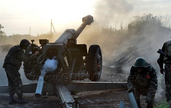 В Горловке в результате ночного обстрела разрушены дома и здание очистных сооружений