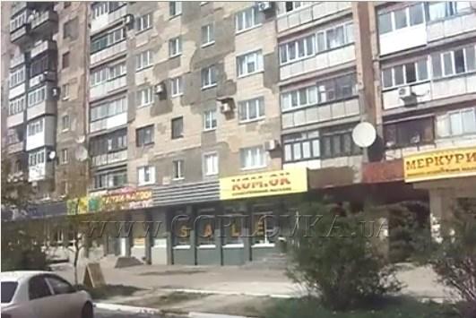 Горловчанин показал, как выглядит часть Горловки: улица  ухожена, но людей совсем мало
