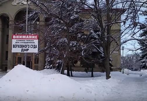 """УВД охраняют автоматчики, местные бутики прозябают, рекламные щиты ржавеют: во что превратилась Горловка при """"ДНР"""""""