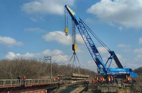 На перегоне Горловка-Пантелеймоновка восстанавливают мост
