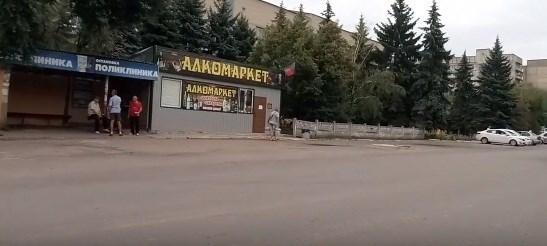 """Возле поликлиники """"Алкомаркет"""": жизнь горловского жилмассива Комсомольский"""