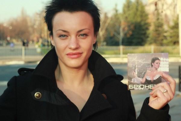 """Горловчанка Анна Кросс собирается в гастрольный тур с альбомом """"Брюнетка"""" и завершает работу над книгой """"Жить не поздно"""" (интервью с певицей)"""