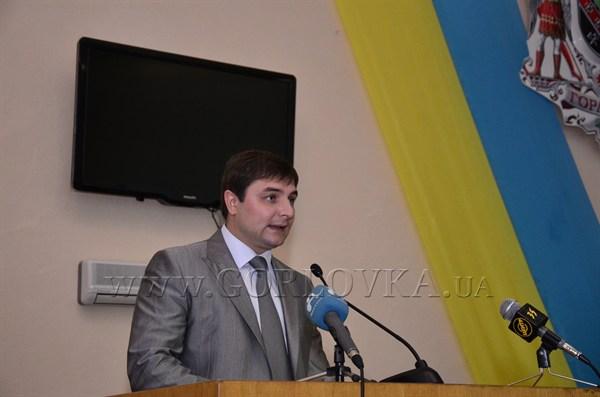 Демарш дня: в полупустом зале горсовета депутаты со второй попытки утвердили отчет мэра Горловки