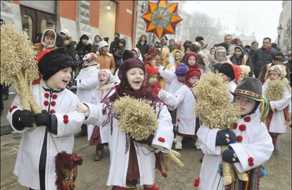 Рождество на площади Победы: с танцами, колядками и призами