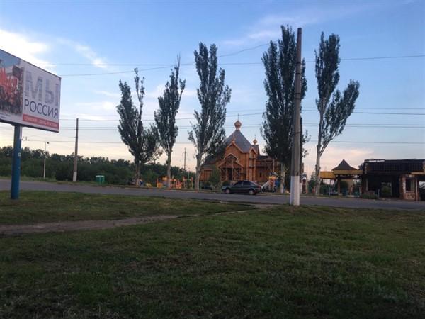 В Горловке рядом с билбордом «Мы Россия» - обгоревшая остановка  транспорта (ФОТОФАКТ)