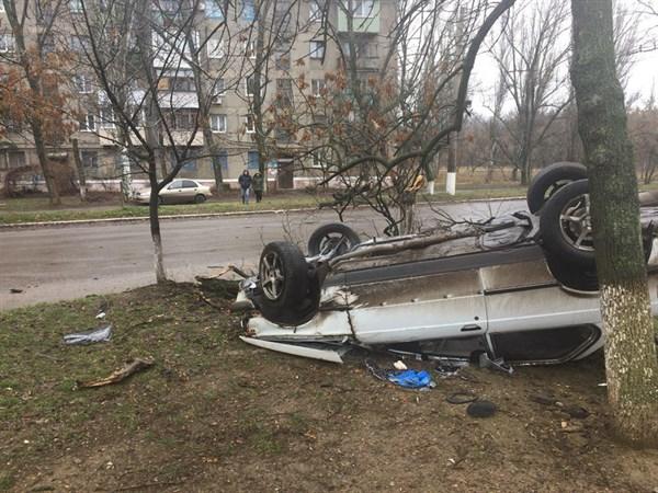В Горловке перевернулся автомобиль