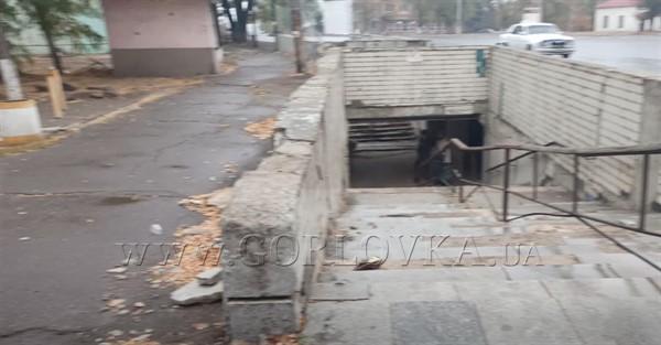 Подземный переход в Горловке на площади Кирова напоминает фильм ужасов (ВИДЕО)