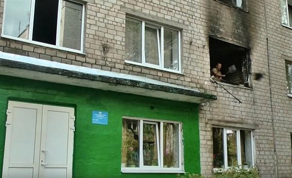 Как в Горловке тушили пожар в общежитии и спасали девочку. Посмотрите