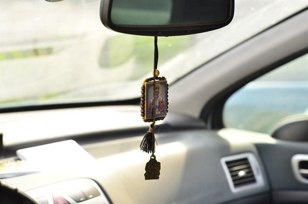 Игрушка в машину на зеркало своими руками