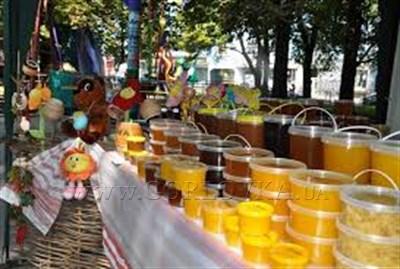 В Горловке проходит ярмарка меда