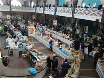 """""""Видали мы их блокаду"""": на рынке в оккупированной Горловке изобилие молочной и мясной продукции"""