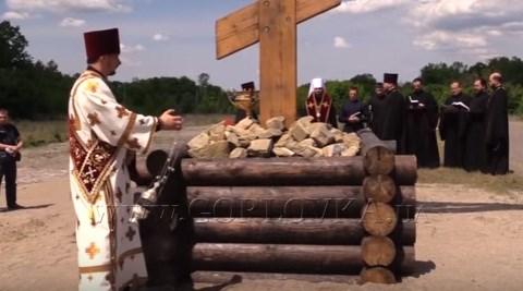 В Горловке установили шестиметровый крест, подаренный россиянами