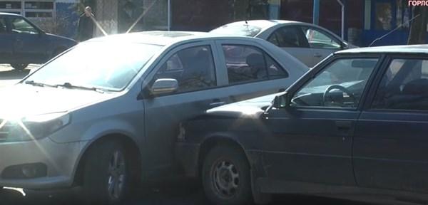 В центре Горловки произошло ДТП: столкнулись два автомобиля