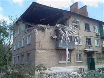 Ночной обстрел горловского поселка: попадания в здания поссовета и кровли домов