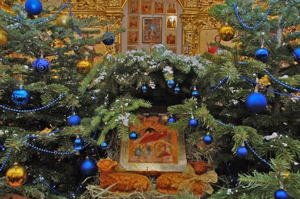 Рождество Христово в Горловке: вечер колядок, Всенощное бдение и Божественные литургии во всех храмах (ДОПОЛНЕНО)