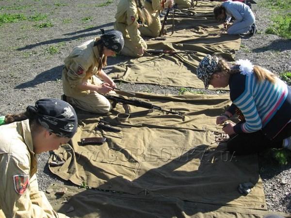 На полигоне военной части в семиборье соревновались горловские девочки и парни (ФОТОРЕПОРТАЖ)